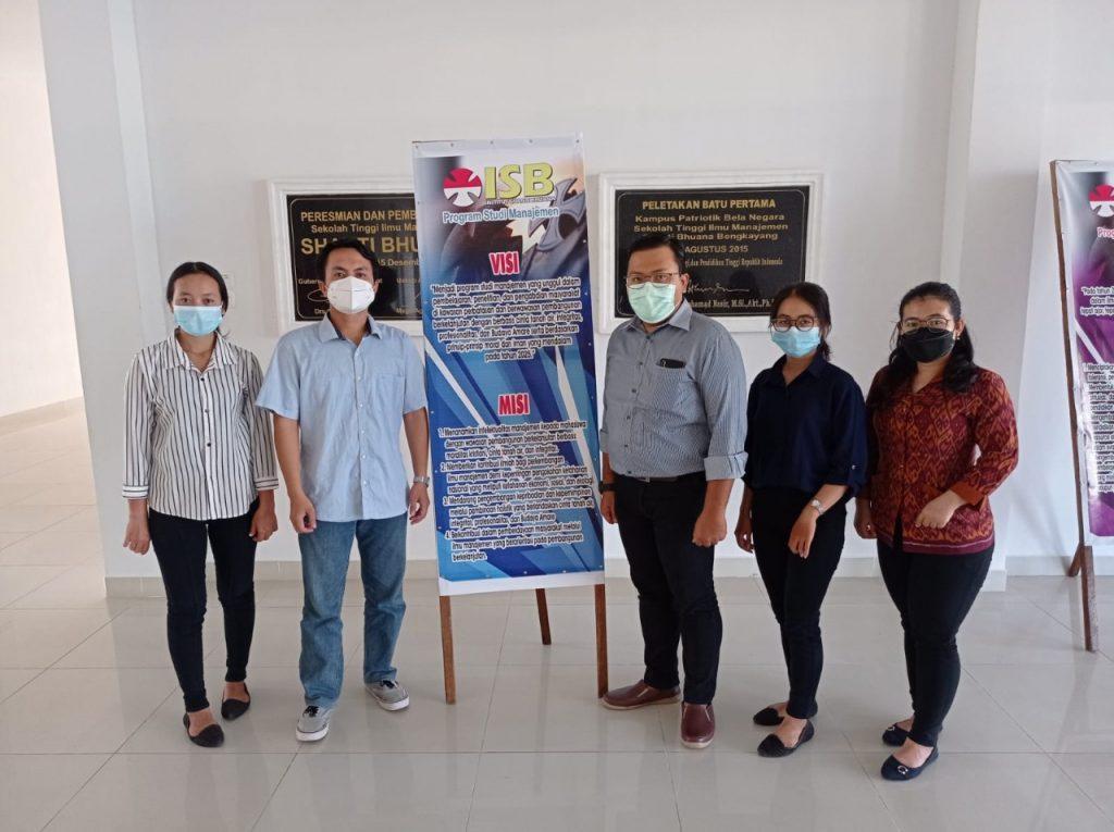Kolaborasi Dosen dan Mahasiswa Program Studi Manajemen di Seminar Nasional dan Call for Paper Beneficium Keempat di Universitas Muhammadiyah Magelang (UNIMMA)